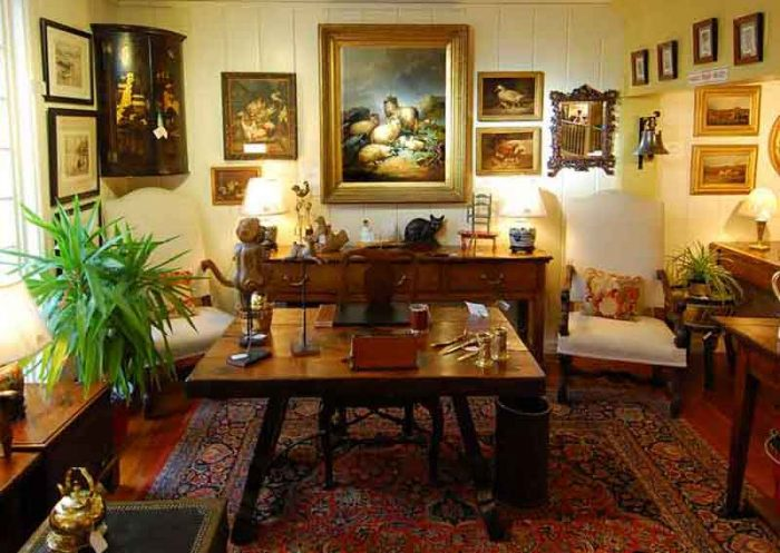 The Farm Antiques Wells Maine, English Period Furniture, Paintings, Antiques Boxes, Accessories, Oriental, The Farm Antiques Wells Maine, English Period Furniture, Paintings, Antiques Boxes, porcelains and Japanese Imari